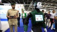 """""""警察机器人""""在迪拜正式上岗:能用"""